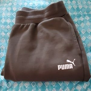 🏞 Puma sweats